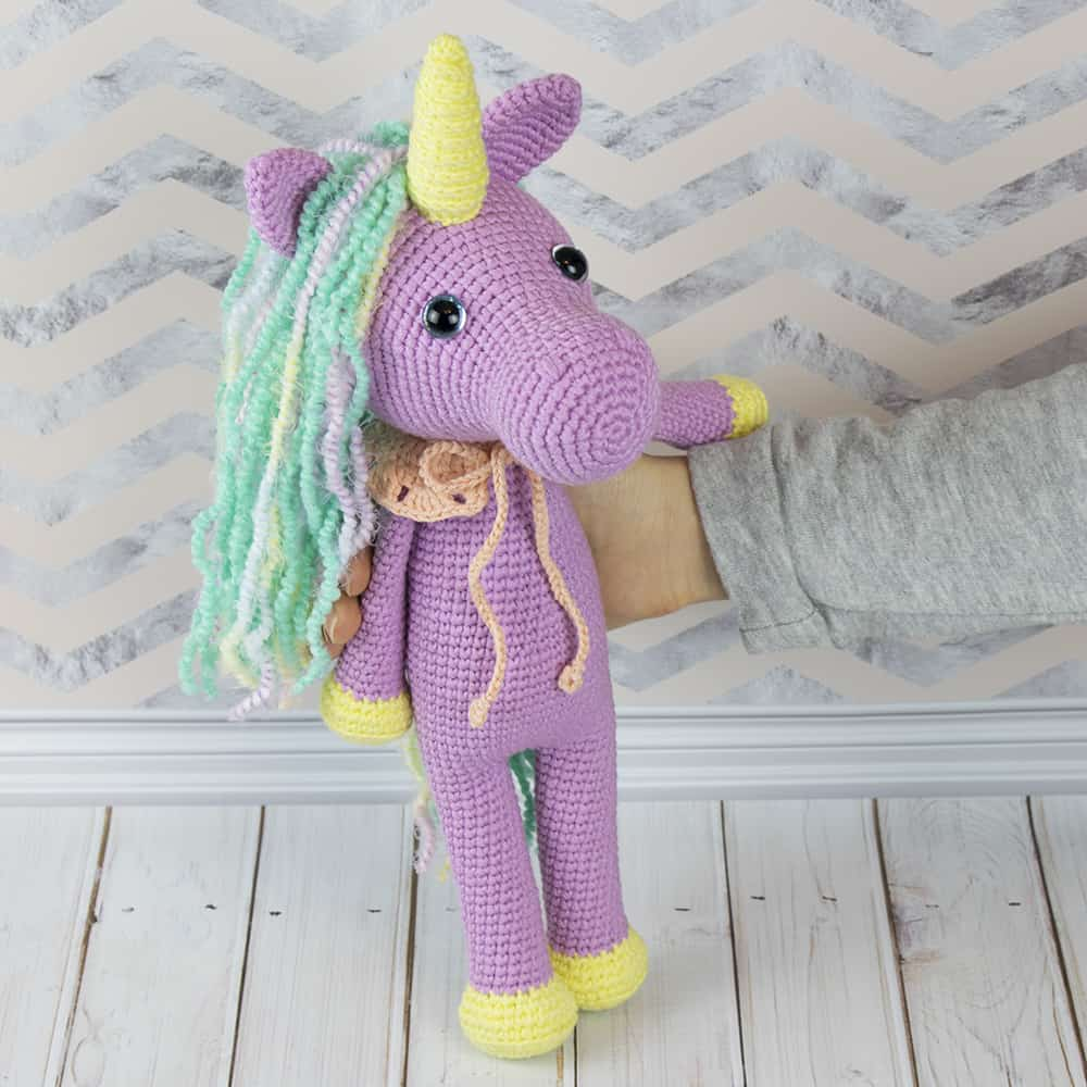 Free Crochet Unicorn Pattern - thefriendlyredfox.com | 1000x1000