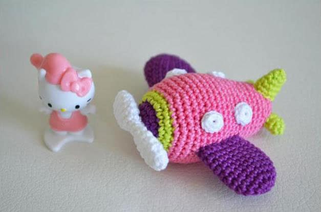 Amigurumi airplane toy - free crochet pattern
