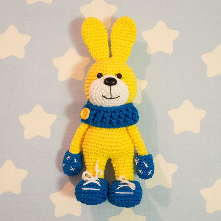 Bunny with snood and mittens - Free crochet pattern by Amigurumi Today