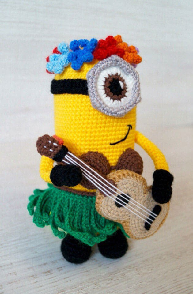 Crochet hawaiian minion amigurumi pattern