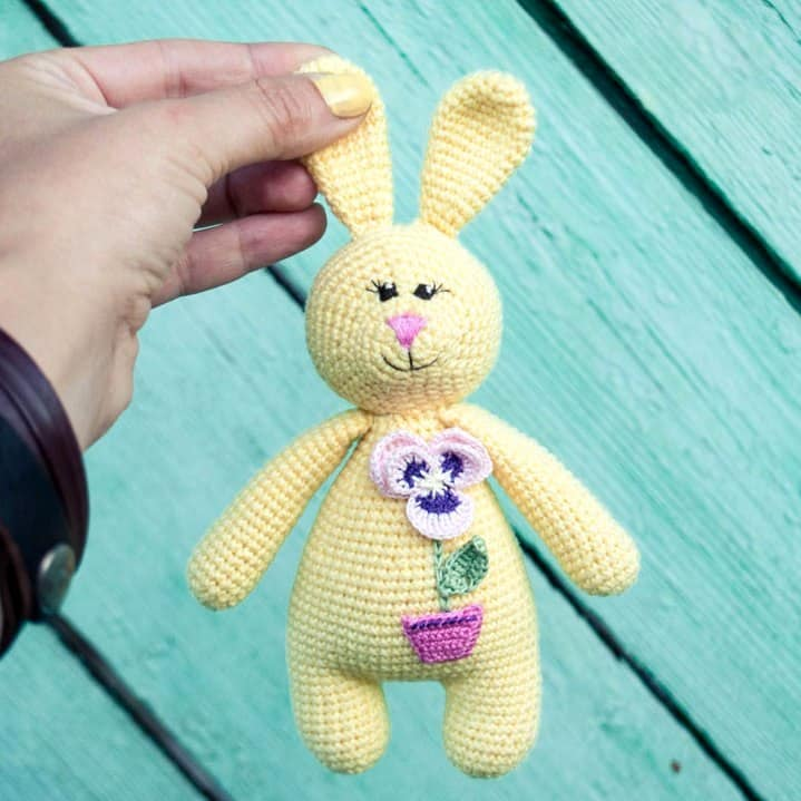 Free amigurumi pattern - rabbit rattle