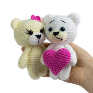 Valentines Day Crochet Bears Pattern by Amigurumi Today