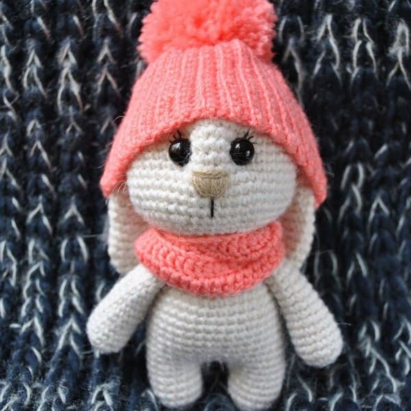 Adorable bunny with hat - free amigurumi pattern