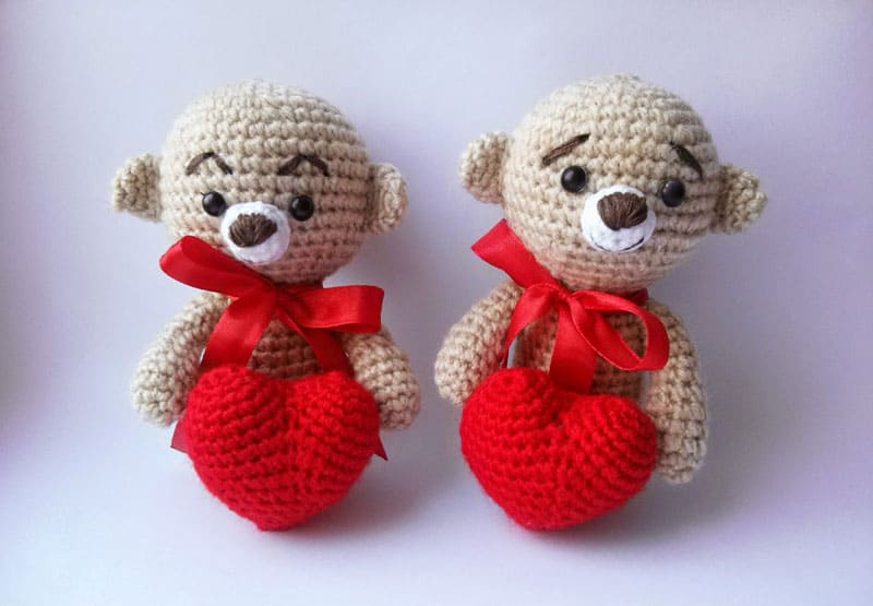 Amigurumi teddy bear with a heart