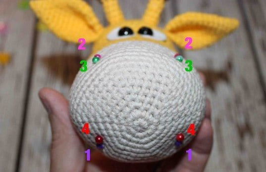 Naughty giraffe amigurumi pattern - shaping muzzle