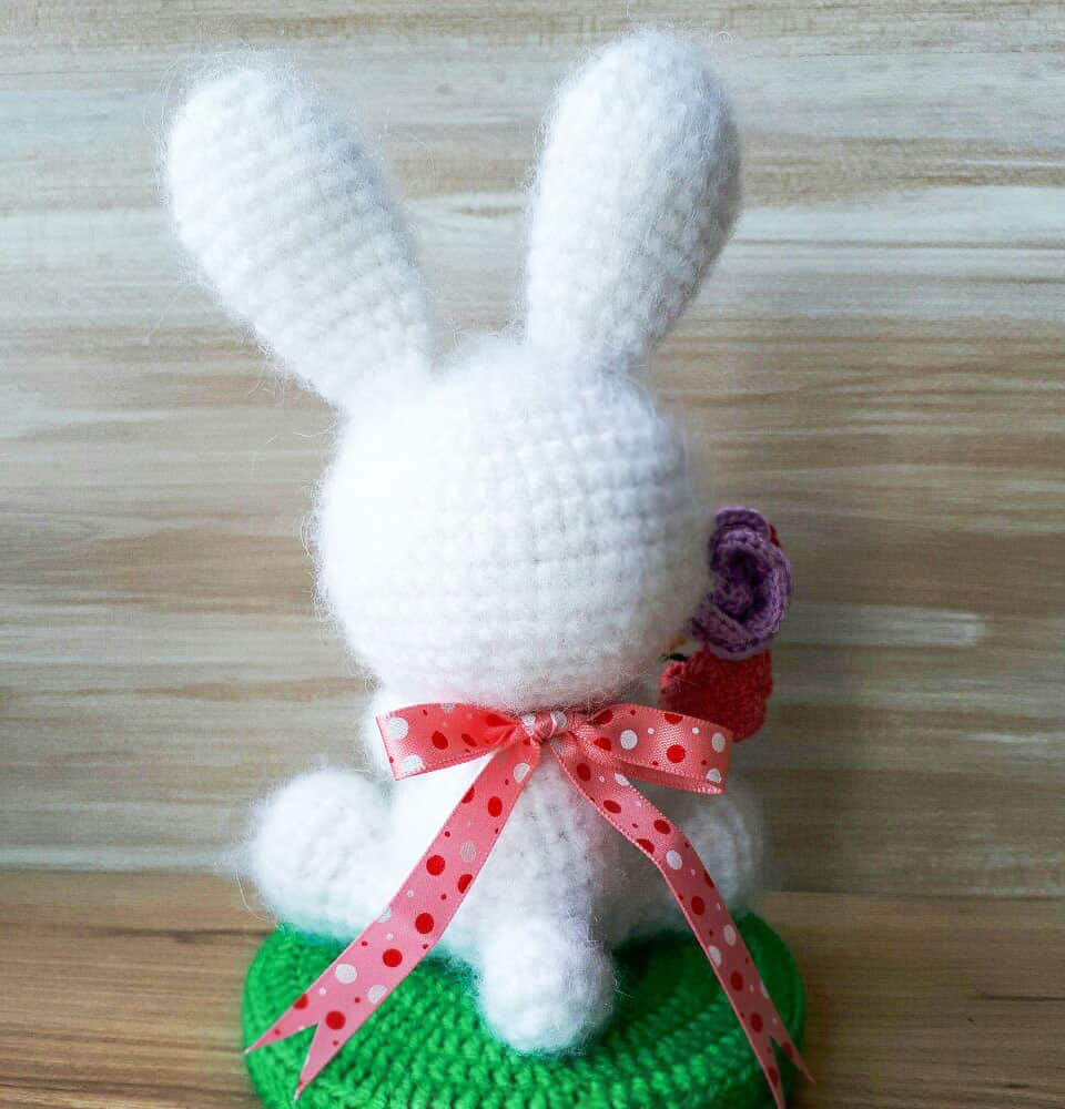 White rabbit amigurumi - Free crochet pattern