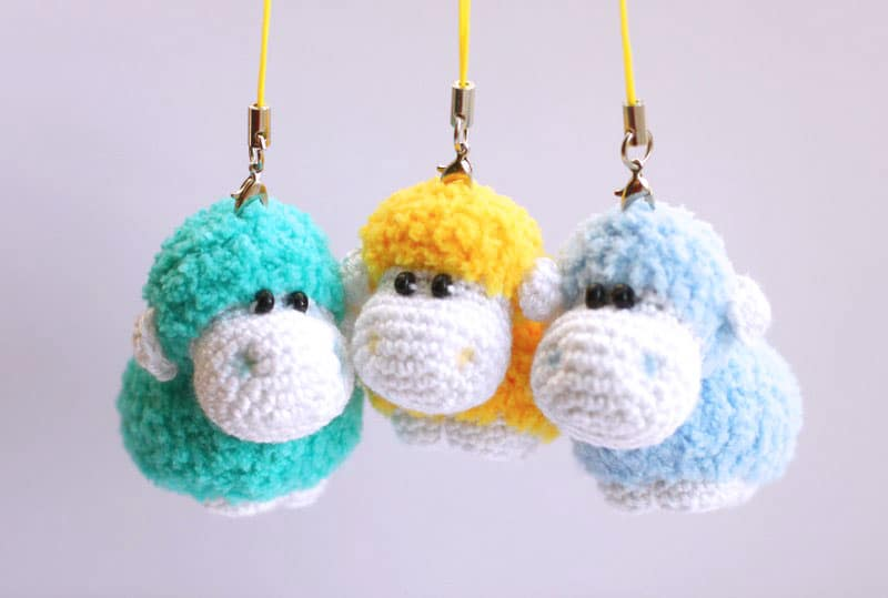 Sheep keychain – free crochet pattern