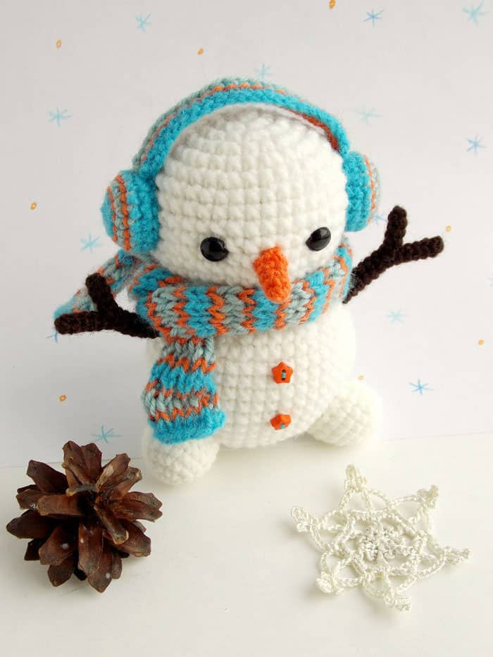 Free crochet snowman pattern - Amigurumi Today