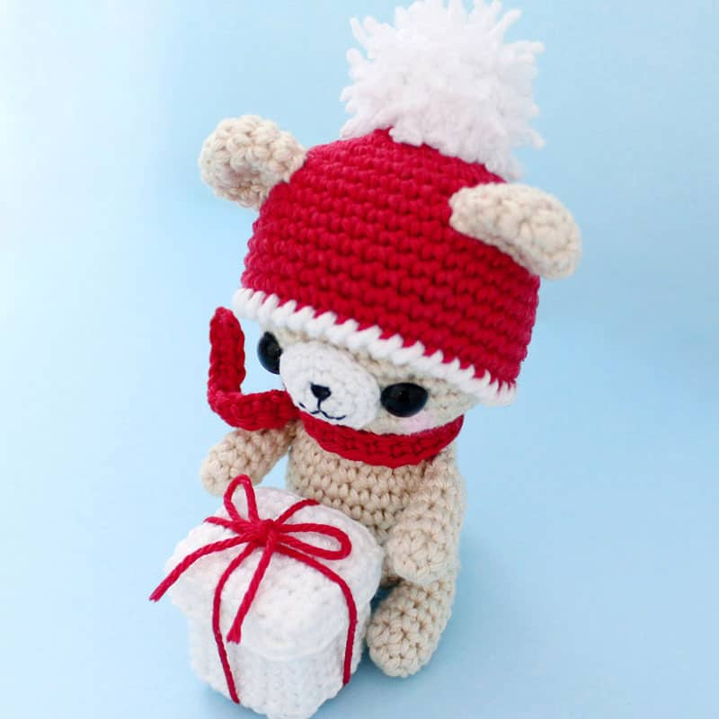 Crochet teddy bear with Christmas gift - Amigurumi Today
