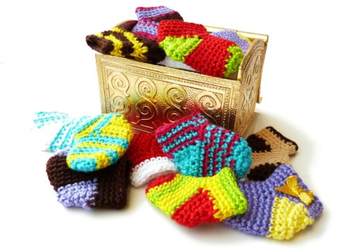 Tiny Christmas sock crochet pattern
