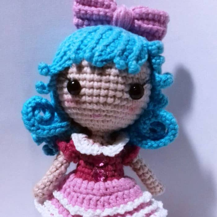 Tiny crochet doll free amigurumi pattern