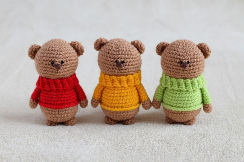 Amigurumi teddy bear brothers in sweaters