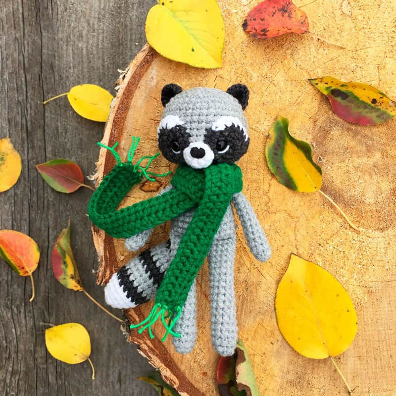 Amigurumi To Go Raccoon : Crochet raccoon with scarf free pattern - Amigurumi Today