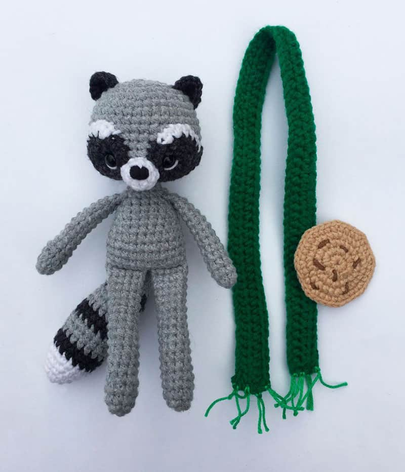 Crochet raccoon with scarf - free pattern - assembly