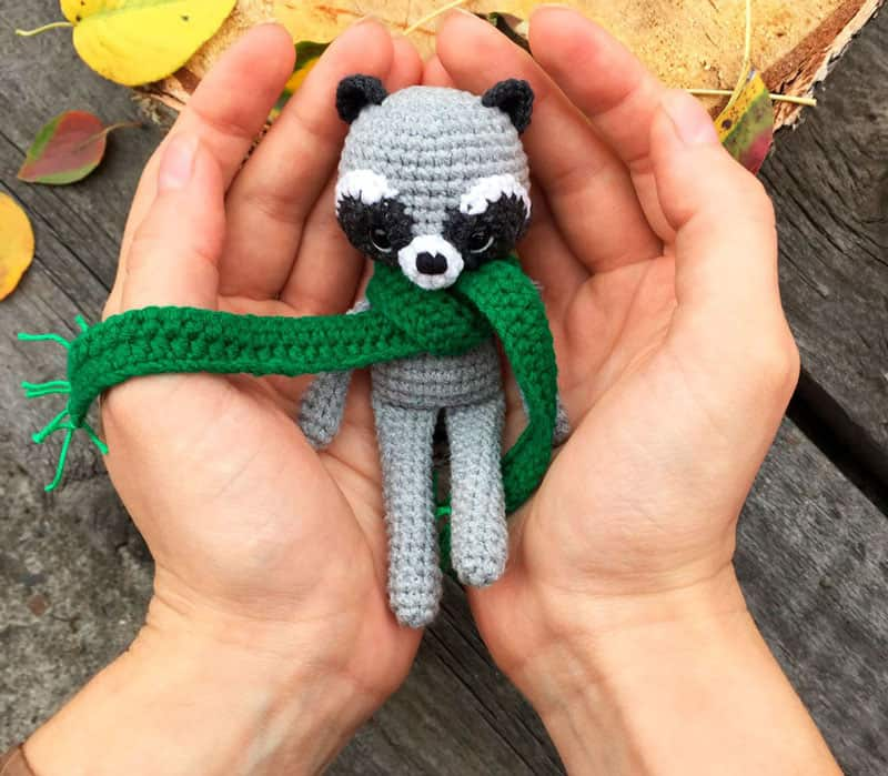 Crochet raccoon with scarf pattern