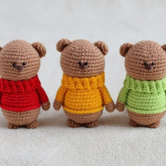 Free Amigurumi Patterns Online : Amigurumi teddy bear brothers in sweaters - Amigurumi Today