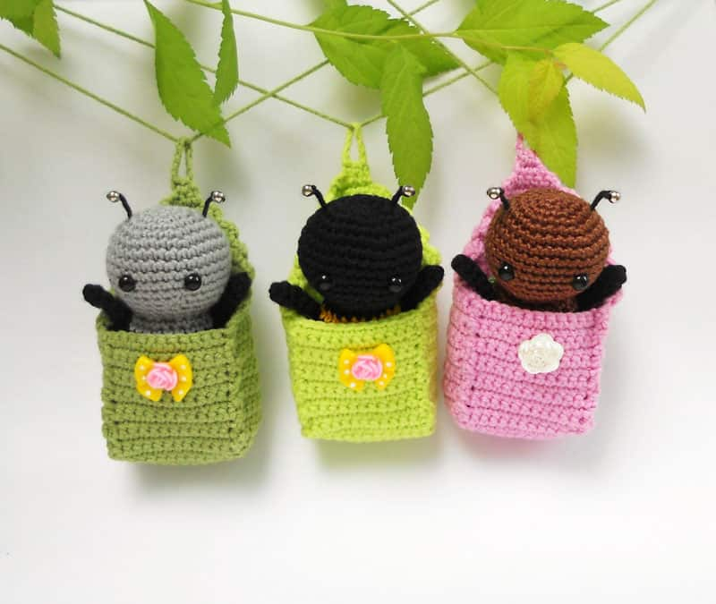 Little amigurumi bugs in cradles - free crochet pattern