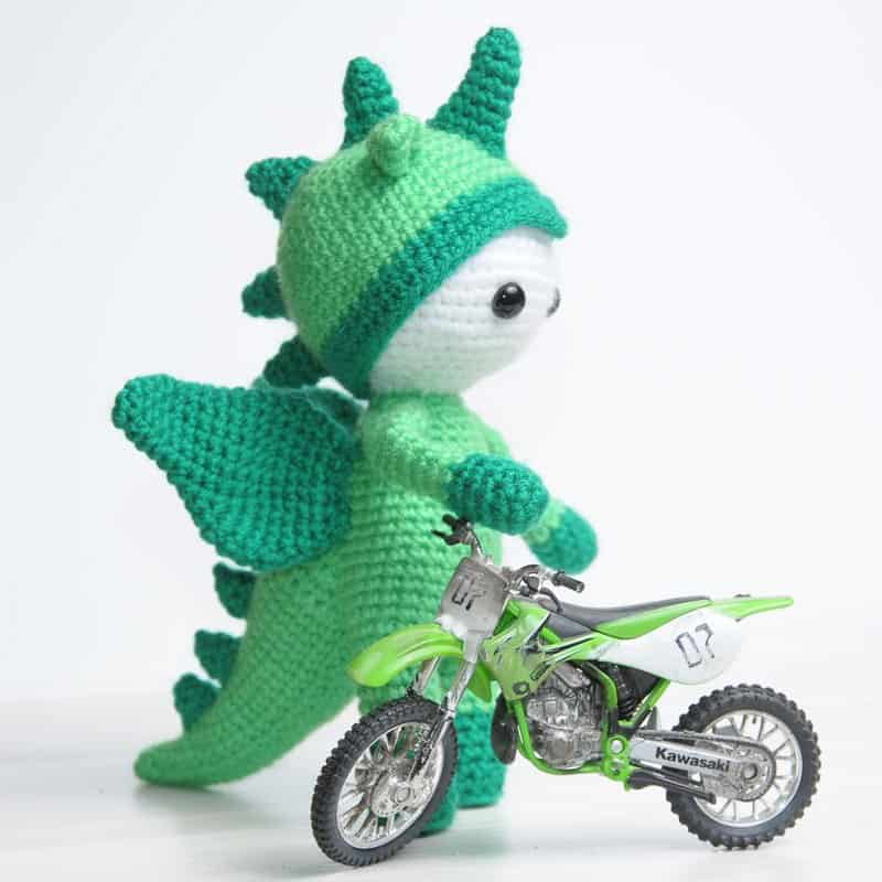 Amigurumi doll in dragon costume - free crochet pattern