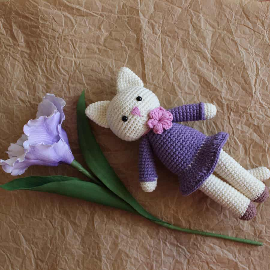 Amigurumi kitty in lilac dress - free crochet pattern