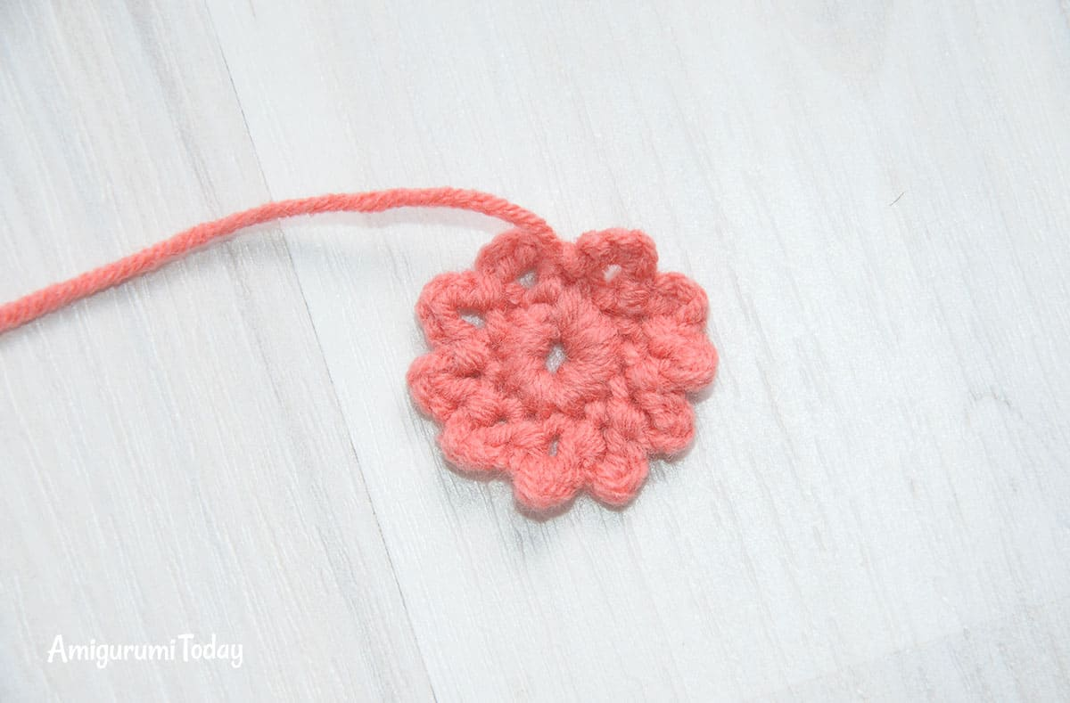 Honey teddy bears crochet pattern - flower