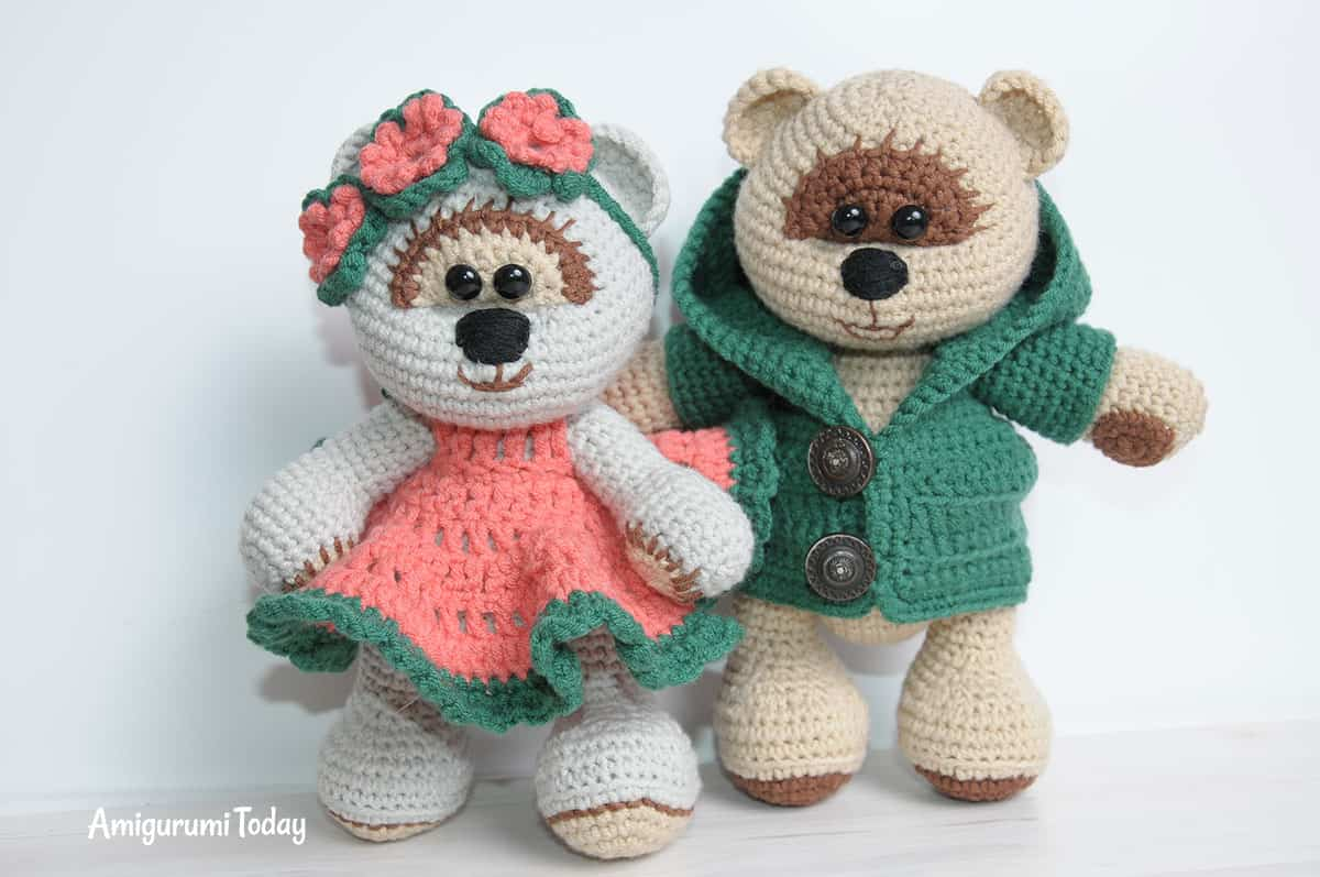Honey teddy bears in love: crochet pattern