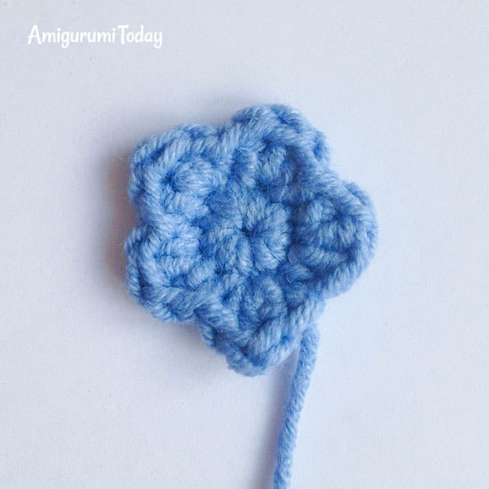 Lady snail amigurumi pattern - crochet flower