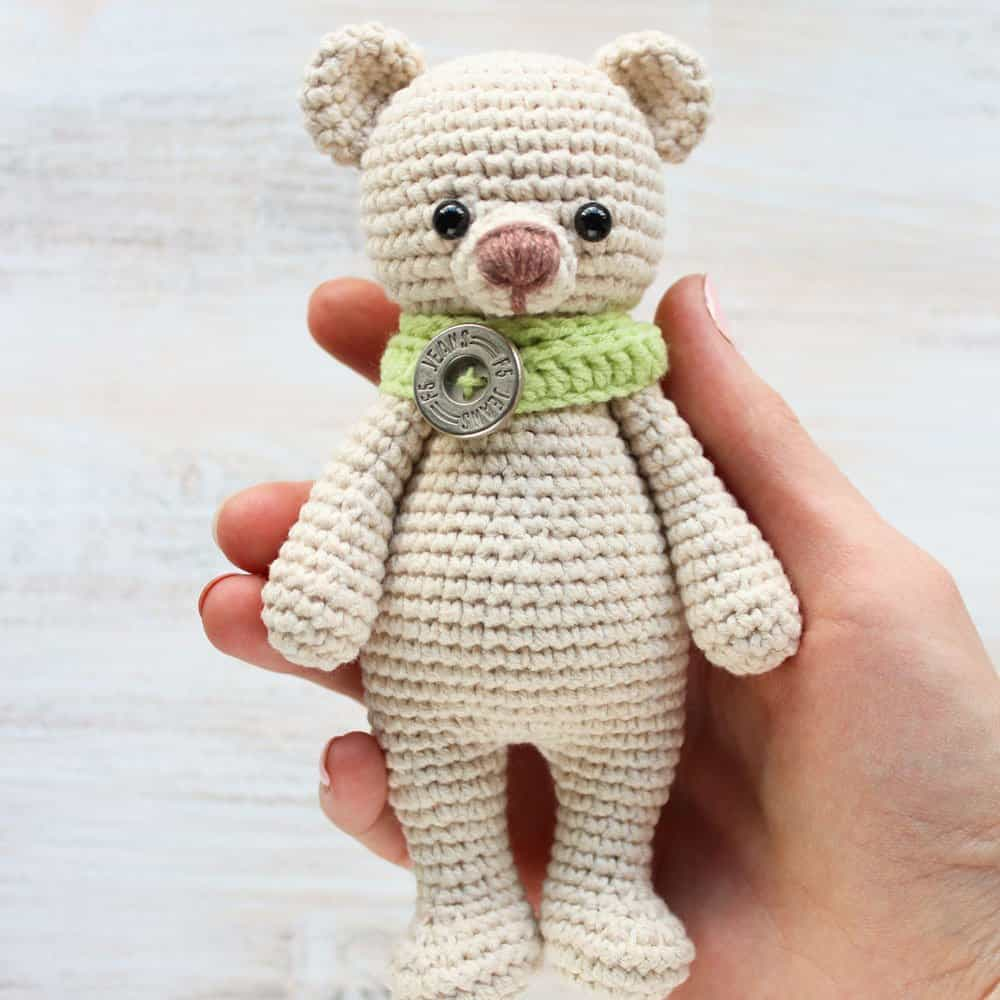 FREE PATTERN: Tiny Teddy Bear – Kristi Tullus | 1000x1000