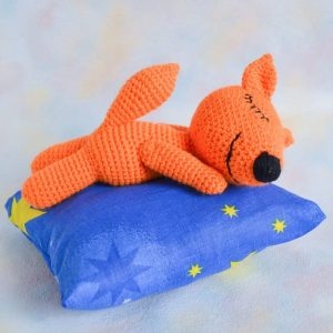 Crochet sleeping fox - Free amigurumi pattern