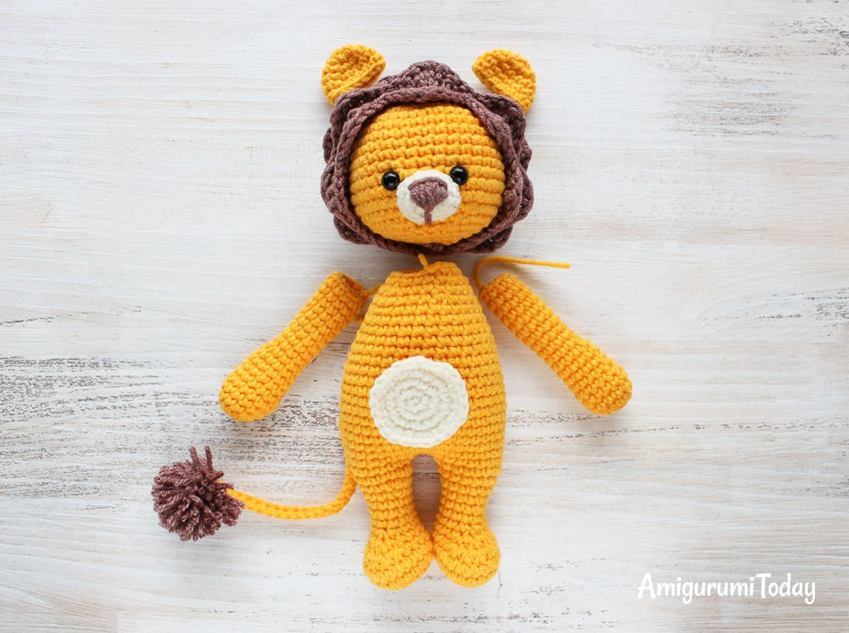 Cuddle Me Lion amigurumi pattern - assembly