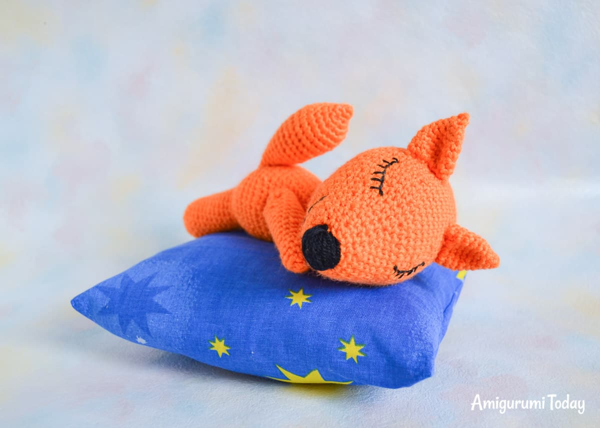 FREE sleeping fox amigurumi pattern