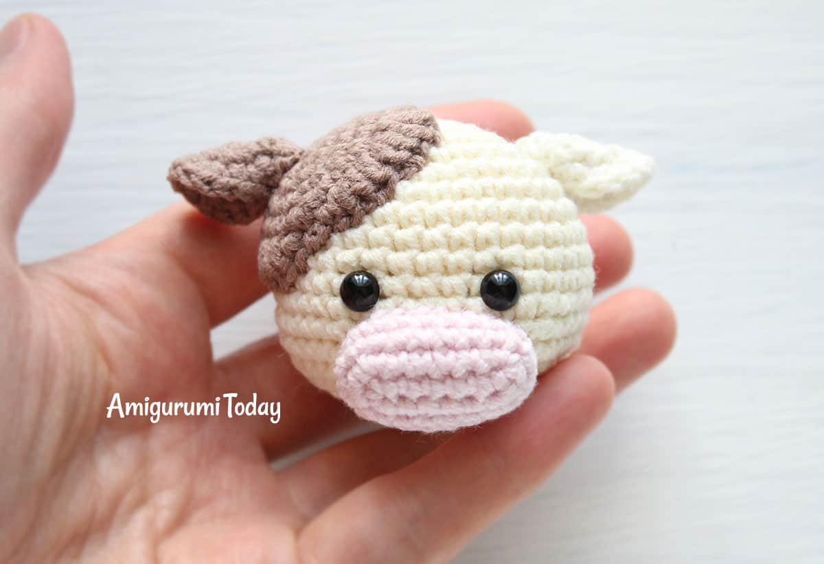 Cuddle Me Cow amigurumi pattern - head assembly