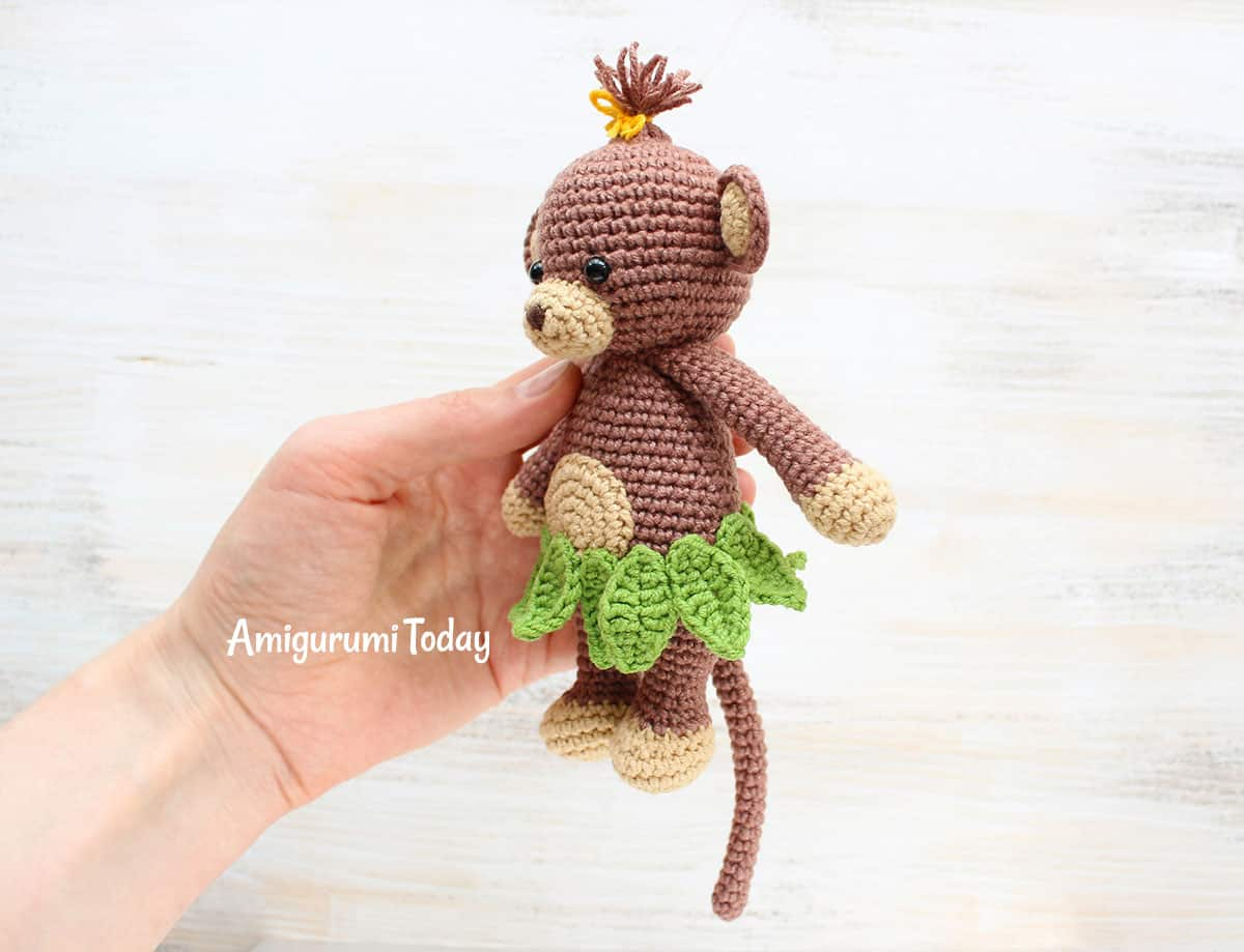Cuddle Me Monkey amigurumi pattern - Amigurumi Today | 919x1200