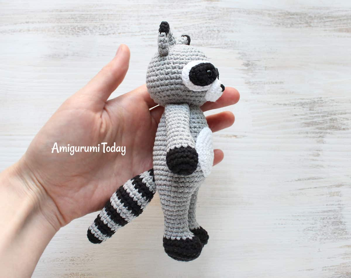 Cuddle Me Raccoon - Free amigurumi pattern