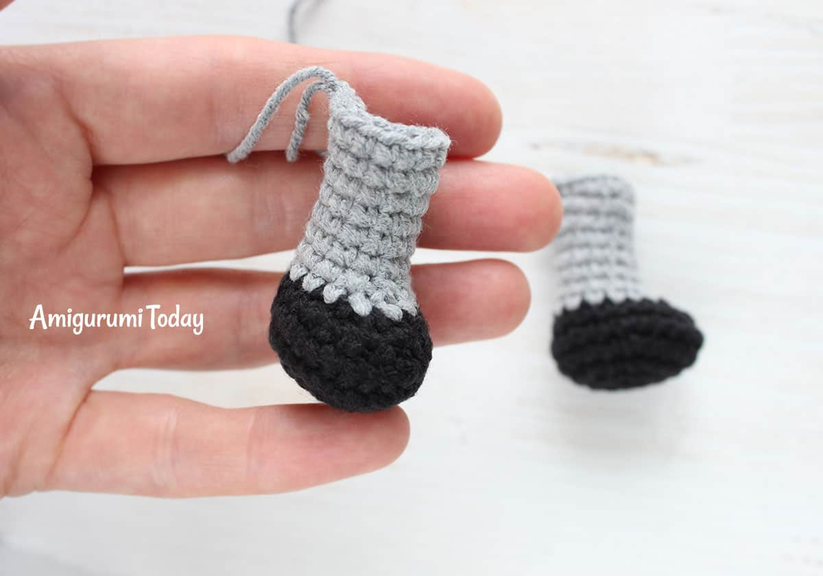 Cuddle Me Raccoon amigurumi pattern - feet
