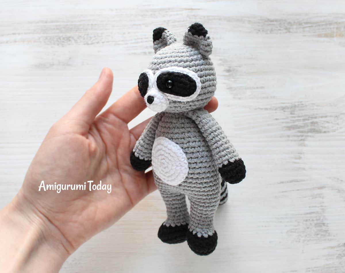Free Cuddle Me Raccoon crochet pattern