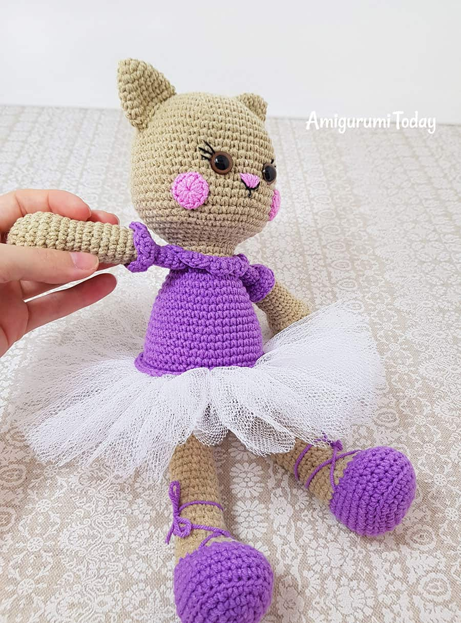 Ballerina cat crochet pattern by Amigurumi Today