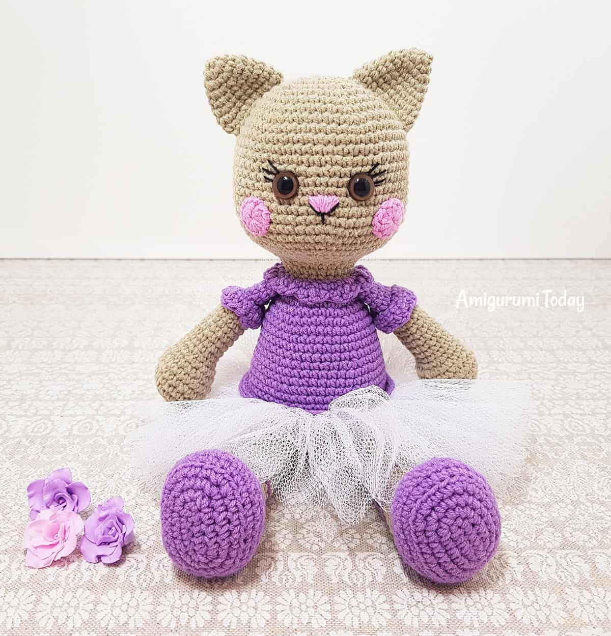 Ballerina cat doll amigurumi pattern by Amigurumi Today