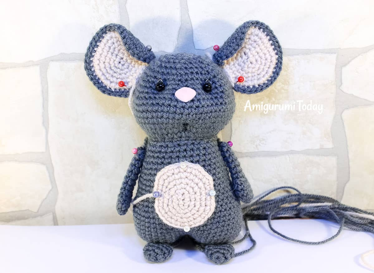 Crochet mouse couple pattern by Amigurumi Today - assembly