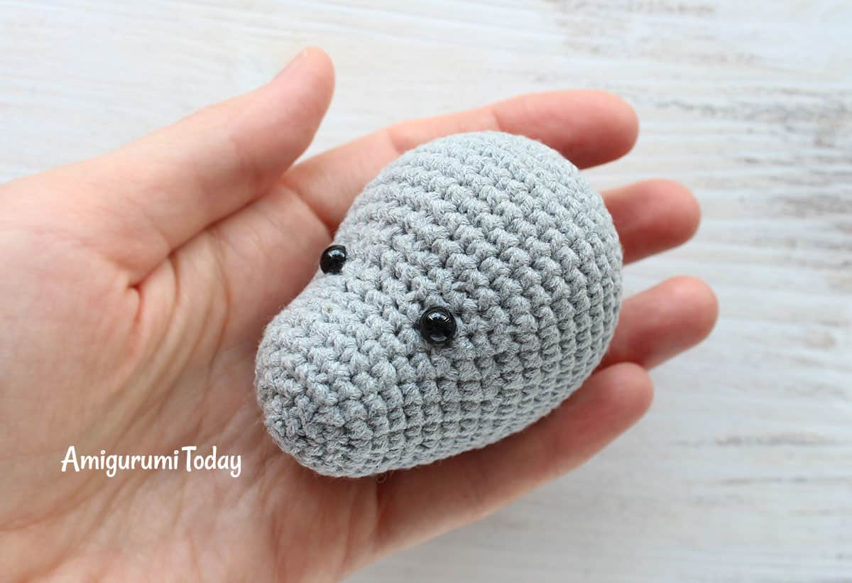 Cuddle Me Rhino amigurumi pattern - crochet head