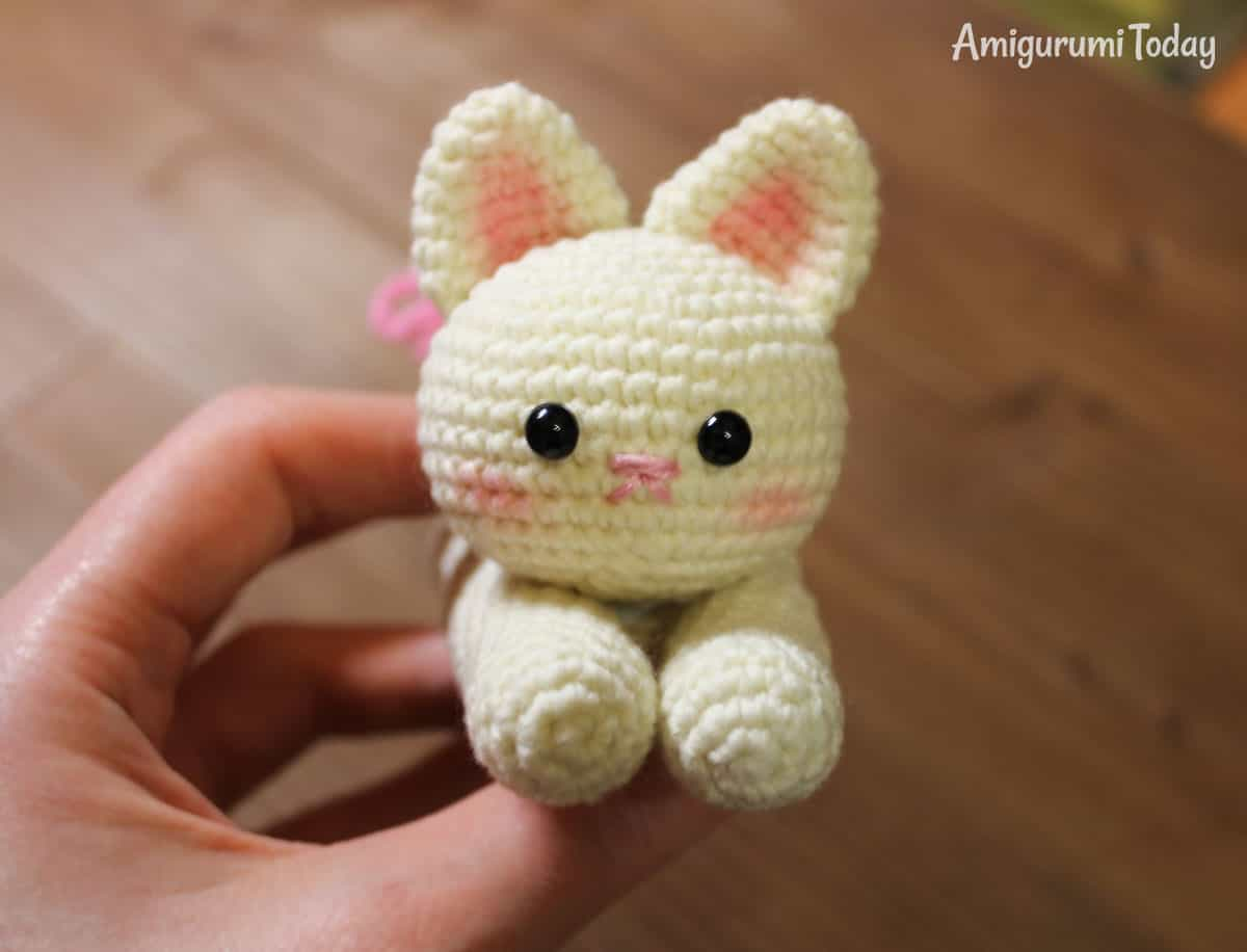Amigurumi kitten crochet pattern by Amigurumi Today