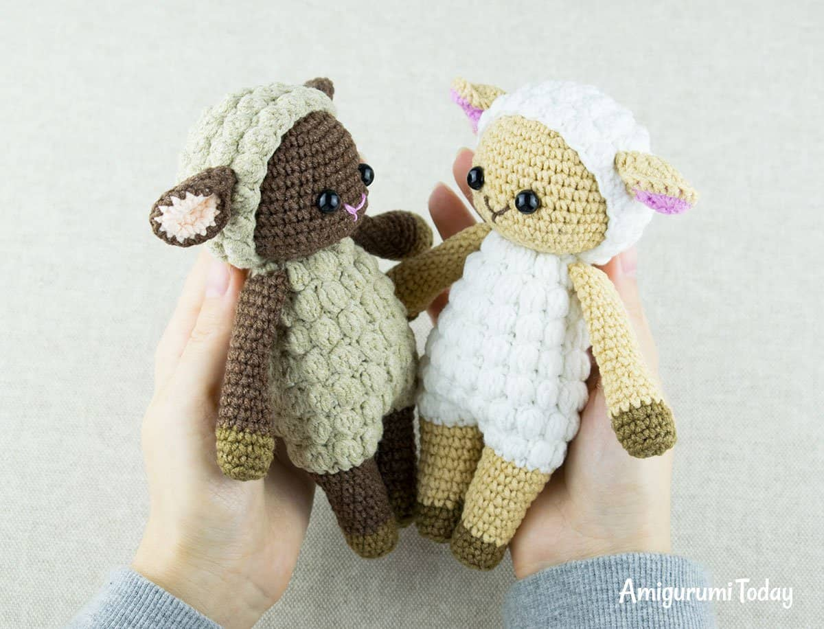 These amigurumi infant sheep are looking forwards to beingness picked upward in addition to cuddled past times your litt Cuddle Me Sheep amigurumi pattern