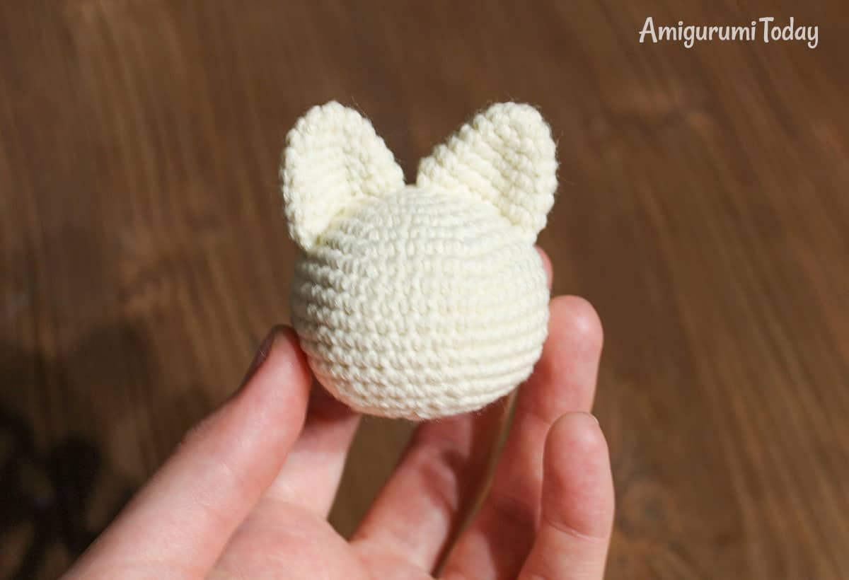 Lying kitten amigurumi pattern - head