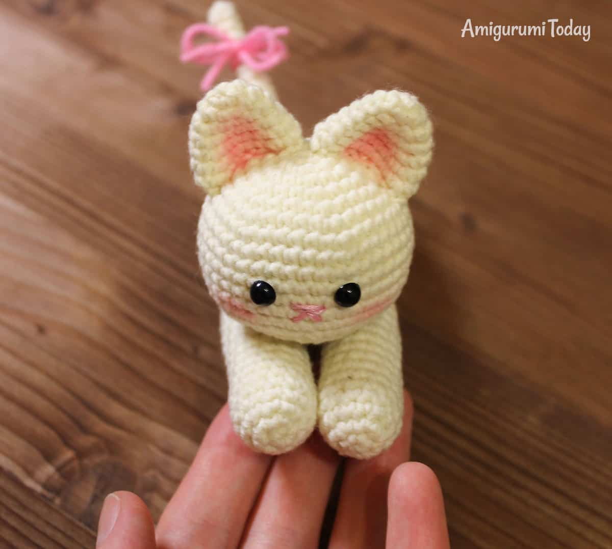 Lying kitten amigurumi pattern