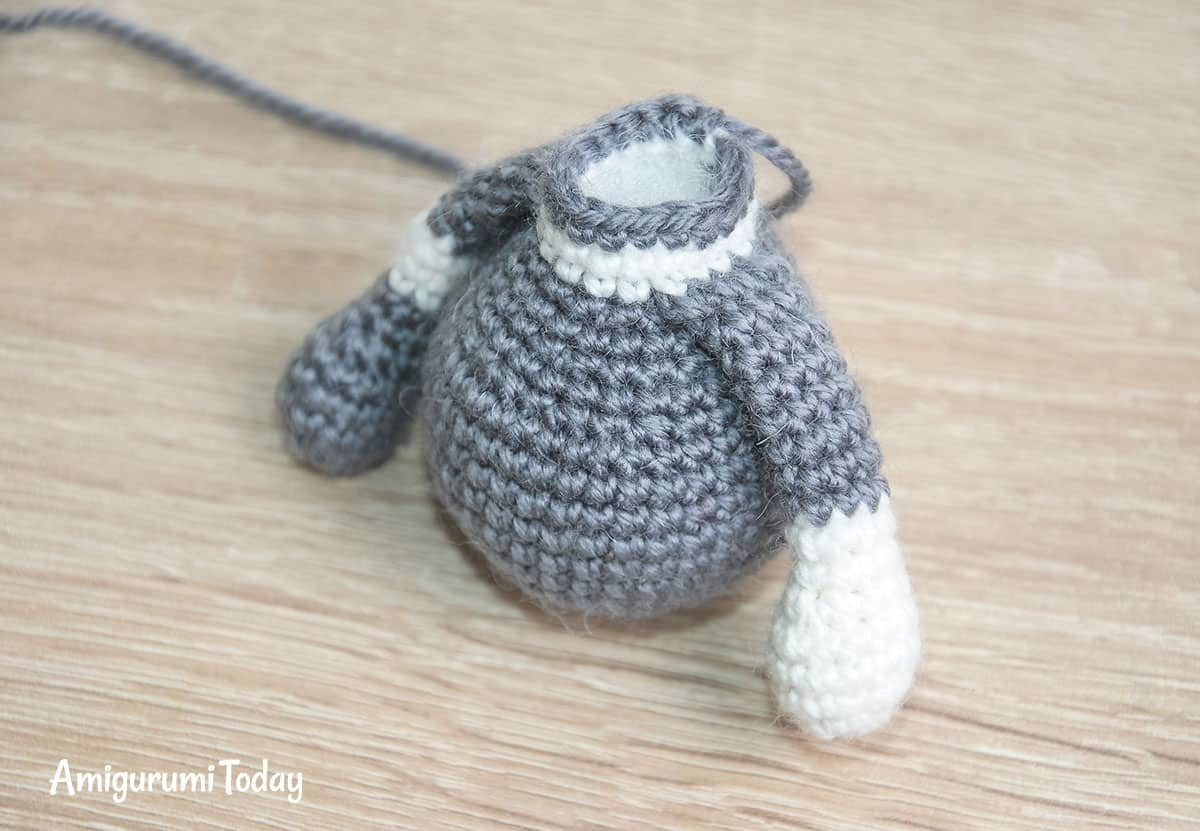 Toby the Cat amigurumi pattern - body with arms