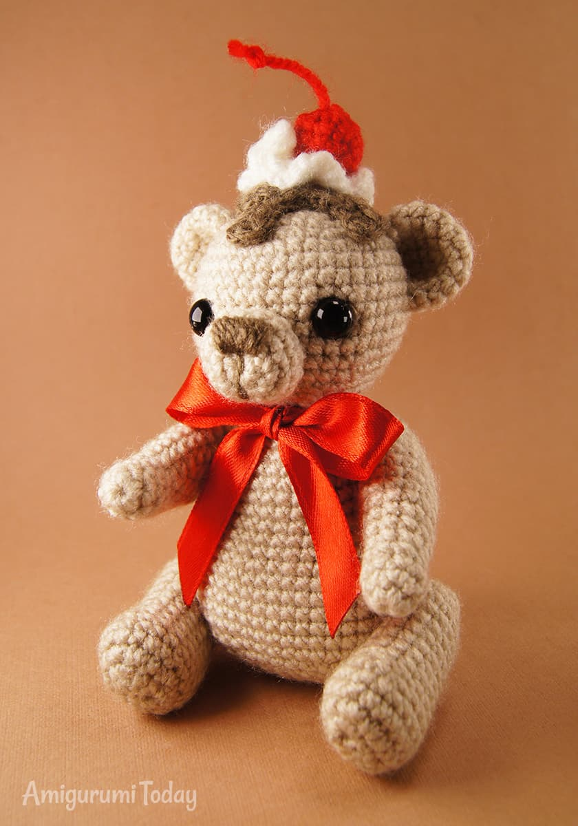 Crochet Cake Bear amigurumi pattern by Amigurumi Today