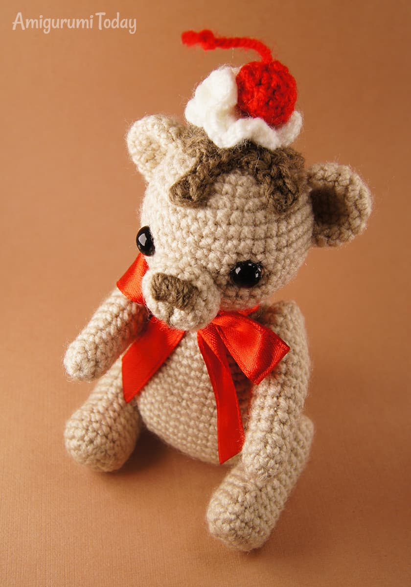 Crochet Cake Bear - Free amigurumi pattern by Amigurumi Today