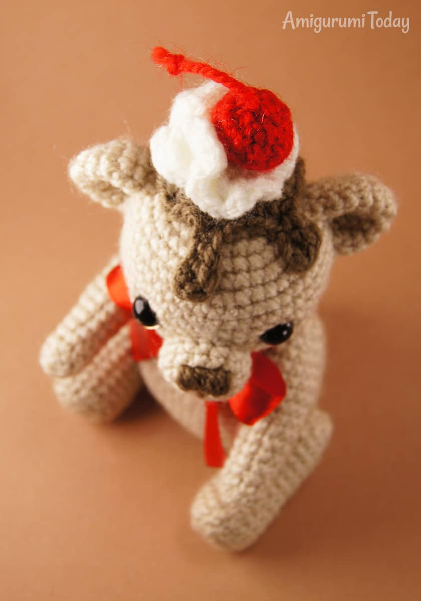 Crochet Cake Bear pattern by Amigurumi Today