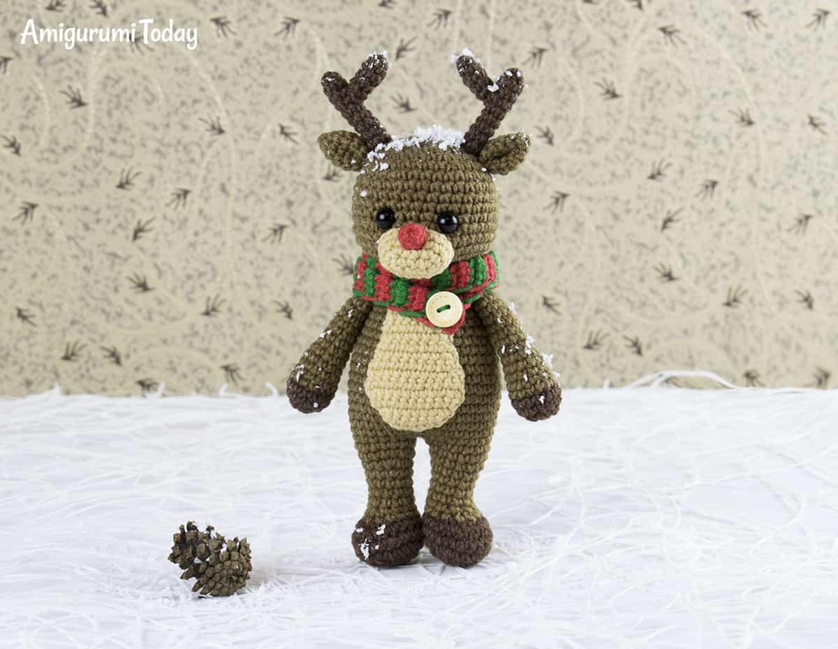 Cuddle Me Reindeer crochet pattern - Amigurumi Today