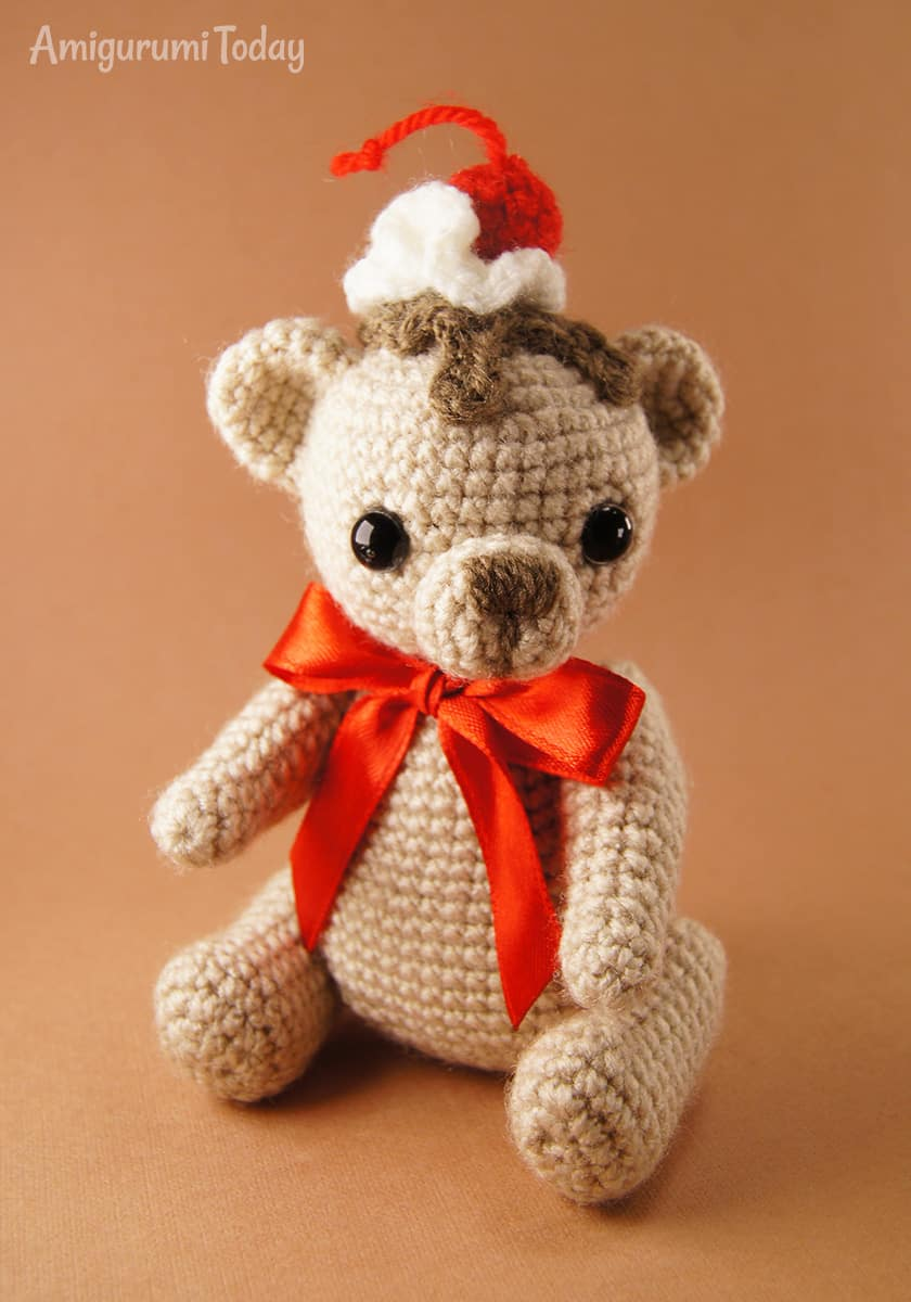 Free Cake Bear crochet pattern by Amigurumi Today