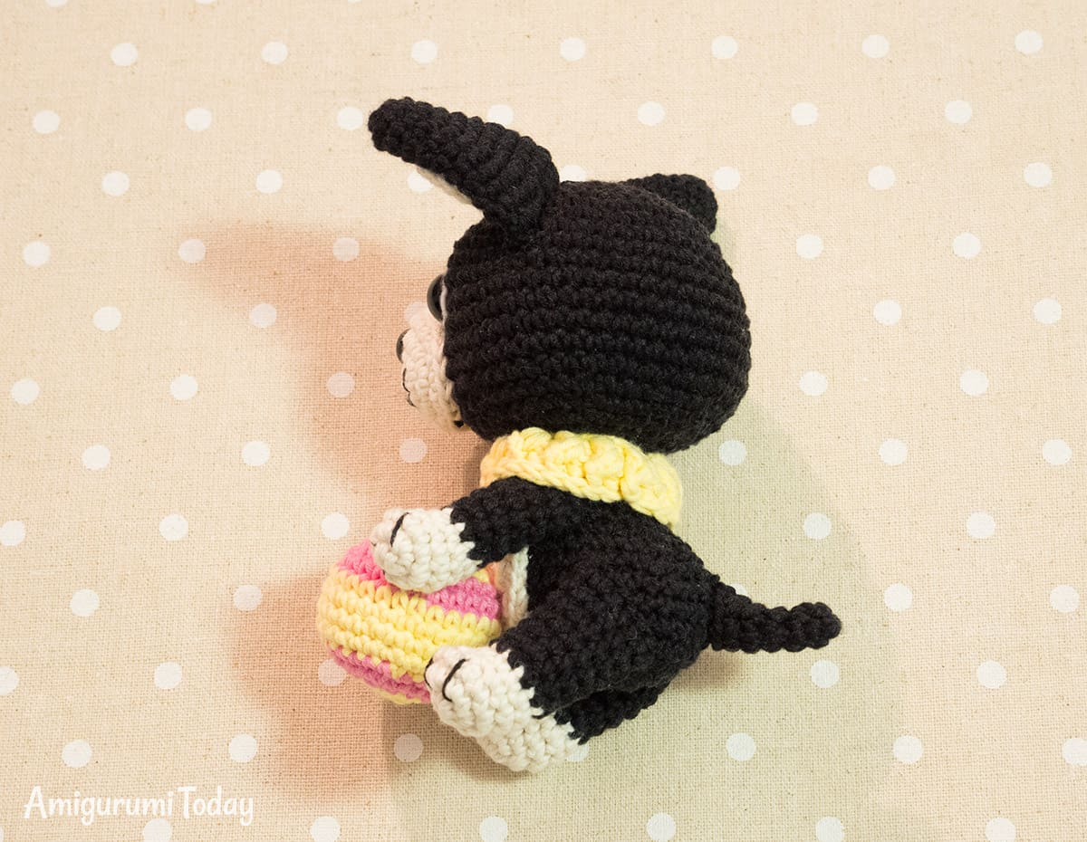 Amigurumi Boston Terrier Puppy crochet pattern by Amigurumi Today